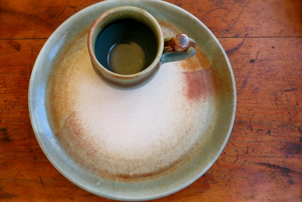 large dinner plate and mug